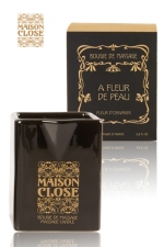 Bougie de massage Maison Close : Bougie de massage parfumée Maison Close avec pot en céramique et bec verseur.